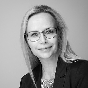 Astrid Grüter, Chief Communication Officer